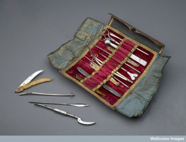 A 19th century 14-piece surgical instrument kit (Barcelona)